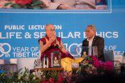 Дээрхийн Гэгээнтэн Далай Лам айлдвараа айлдаж байгаа нь. Энэтхэг, Шинэ Дели. 2016.12.09. Гэрэл зургийг Тэнзин Чойжор (ДЛО)