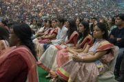 Дээрхийн Гэгээнтний айлдварыг сонсож буй хүмүүс. Энэтхэг, Шинэ Дели. 2016.12.09. Гэрэл зургийг Тэнзин Чойжор (ДЛО)