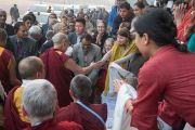 Дээрхийн Гэгээнтэн Далай Лам айлдвараа өндөрлөөд эргэн морилж байгаа нь. Энэтхэг, Шинэ Дели. 2016.12.09. Гэрэл зургийг Тэнзин Чойжор (ДЛО)