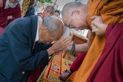 Его Святейшество Далай-лама и Рато Кьонгла Ринпоче в монастыре Рато. Мундгод, штат Карнатака, Индия. 17 декабря 2016 г. Фото: Тензин Чойджор (офис ЕСДЛ)