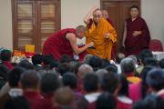 Его Святейшество Далай-лама встречается с паломниками из Тибета в монастыре Ганден Лачи. Мундгод, штат Карнатака, Индия. 23 декабря 2016 г. Фото: Тензин Чойджор (офис ЕСДЛ)