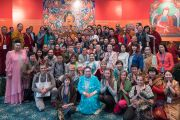 По традиции учения для буддистов России завершились фотосессией, во время которой все участники смогли сфотографироваться с Его Святейшеством Далай-ламой. Дели, Индия. 26 декабря 2016 г. Фото: Тензин Чойджор (офис ЕСДЛ)