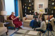 Его Святейшество Далай-лама отвечает на вопросы журналистов «Первого канала» российского телевидения. Дели, Индия. 27 декабря 2016 г. Фото: Тензин Чойджор (офис ЕСДЛ)