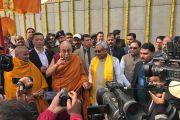 Его Святейшество Далай-лама и главный министр штата Бихар Нитиш Кумар отвечают на вопросы журналистов после посещения парка Будда Смрити. Патна, штат Бихар, Индия. 28 декабря 2016 г. Фото: Тензин Такла (офис ЕСДЛ)