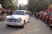 Толпы людей, выстроились вдоль дороги, чтобы встретить Его Святейшество Далай-ламу в Бодхгае. Бодхгая, штат Бихар, Индия. 28 декабря 2016 г. Фото: дост. Лобсанг Кунга (офис ЕСДЛ)