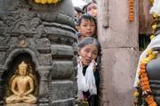 Дээрхийн Гэгээнтэн Далай Лам Их бодь суваргыг гороолов. Энэтхэг, Бихар, Бодьгаяа. 2017.01.15.