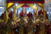 Монахи монастыря Намгьял проводят подготовительные ритуалы у павильона мандалы. Бодхгая, штат Бихар, Индия. 3 января 2017 г. Фото: Тензин Чойджор (офис ЕСДЛ)