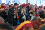 Верующие во время ритуалов для церемонии вхождения в песочную мандалу в течение первого дня 34-го посвящения Калачакры. Бодхгая, штат Бихар, Индия. 11 января 2017 г. Фото: Тензин Чойджор (офис ЕСДЛ)