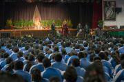 Его Святейшество Далай-лама дарует наставления учащимся Международной школы Матери. Нью-Дели, Индия. 21 января 2017 г. Фото: Тензин Чойджор (офис ЕСДЛ)