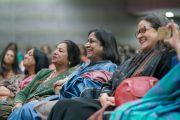Представительницы женского крыла Федерации индийских торгово-промышленных палат слушают наставления Его Святейшества Далай-ламы. Нью-Дели, Индия. 21 января 2017 г. Фото: Тензин Чойджор (офис ЕСДЛ)
