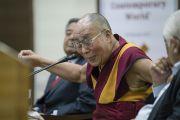 Его Святейшество Далай-лама отвечает на вопросы слушателей во время лекции, организованной по просьбе Международного фонда Вивекананды. Нью-Дели, Индия. 8 февраля 2017 г. Фото: Тензин Чойджор (офис ЕСДЛ)