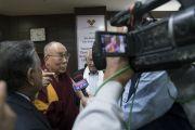 Его Святейшество Далай-лама дает интервью по завершении лекции, организованной по просьбе Международного фонда Вивекананды. Нью-Дели, Индия. 8 февраля 2017 г. Фото: Тензин Чойджор (офис ЕСДЛ)