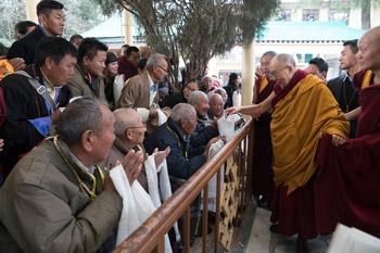 В Дхарамсале начались учения Далай-ламы по произведениям «Этапы медитации» и «37 практик бодхисаттвы»
