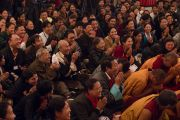 Норбүлинка институтын 21 жилийн ойн баярт оролцож буй хүмүүс Дээрхийн Гэгээнтэн Далай Ламын айлдварыг сонсож байгаа нь. Энэтхэг, ХП, Дарамсала. 2017.03.09. Гэрэл зургийг Тэнзин Чойжор (ДЛО)
