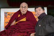 Его Святейшество Далай-лама и сикьонг (глава Центральной тибетской администрации) Лобсанг Сенге в ходе церемонии празднования первого официального Дня тибетских женщин, приуроченного к годовщине восстания тибетских женщин. Дхарамсала, Индия. 12 марта 2017 г. Фото: Тензин Чойджор (офис ЕСДЛ)