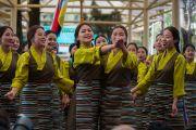 Артисты Тибетского института театральных искусств исполняют песню, посвященную годовщине восстания тибетских женщин. Дхарамсала, Индия. 12 марта 2017 г. Фото: Тензин Чойджор (офис ЕСДЛ)