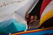 Юные монахи во время церемонии празднования первого официального Дня тибетских женщин. Дхарамсала, Индия. 12 марта 2017 г. Фото: Тензин Чойджор (офис ЕСДЛ)