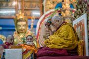 Его Святейшество Далай-лама выполняет подготовительные церемонии для посвящения Авалокитешвары. Дхарамсала, Индия. 14 марта 2017 г. Фото: Тензин Чойджор (офис ЕСДЛ)