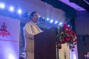 Член Объединенного совета министров Индии, министр культуры и туризма доктор Махеш Шарма обращается к делегатам трехдневной международной конференции, посвященной роли буддизма в 21-м веке. Раджгир, штат Бихар, Индия. 17 марта 2017 г. Фото: Тензин Чойджор (офис ЕСДЛ)