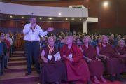 Один из делегатов задает вопрос в ходе интерактивной сессии второго дня трехдневной международной конференции, посвященной роли буддизма в 21-м веке. Раджгир, штат Бихар, Индия. 18 марта 2017 г. Фото: Тензин Чойджор (офис ЕСДЛ)