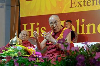 Далай-лама посетил университет Дибругарха