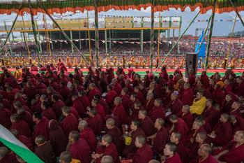Дээрхийн Гэгээнтэн Далай Лам 50,000 гаруй хүмүүст номын айлдвар айлдлаа