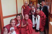 Его Святейшество Далай-лама во время встречи с монахами в монастыре Гьюто в тибетском поселении Тензин Ганг. Штат Аруначал-Прадеш, Индия. 4 апреля 2017 г. Фото: Джереми Рассел (офис ЕСДЛ)