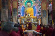 Его Святейшество Далай-лама дарует наставления во время церемонии приветствия в монастыре Таванг. Таванг, штат Аруначал-Прадеш, Индия. 7 апреля 2017 г. Фото: Тензин Чойджор (офис ЕСДЛ)