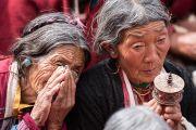 Верующие выражают почтение Его Святейшеству Далай-ламе, прибывшему на площадку Йига Чойзин для дарования учений по произведению Камалашилы «Срединные ступени медитации» и сочинению Гьялсэ Тогме Сангпо «37 практик бодхисаттвы». Таванг, штат Аруначал-Прадеш, Индия. 8 апреля 2017 г. Фото: Тензин Чойджор (офис ЕСДЛ)