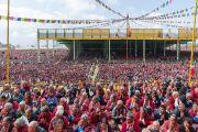 Вид на площадку Йига Чойзин при монастыре Таванг, где на учения Его Святейшества Далай-ламы собрались более 50,000 слушателей. Таванг, штат Аруначал-Прадеш, Индия. 8 апреля 2017 г. Фото: Тензин Чойджор (офис ЕСДЛ)