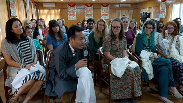 Шашнаас ангид ёс суртахууны талаар АНУ, Канад, Энэтхэгийн оюутнуудтай ярилцлаа