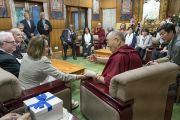Дээрхийн Гэгээнтэн Далай Лам Америкийн хоёр намын төлөөлөгч нартай уулзаж байгаа нь. Энэтхэг, ХП, Дарамсала. 2017.05.09. Гэрэл зургийг Тэнзин Чойжор (ДЛО)