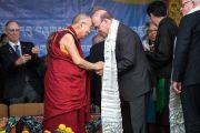 Дээрхийн Гэгээнтэн Далай Лам Америкийн төлөөлөгч нарт хүндэтгэл үзүүлж байгаа нь. Энэтхэг, ХП, Дарамсала. 2017.05.10. Гэрэл зургийг Тэнзин Чойжор (ДЛО)