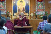 Дээрхийн Гэгээнтэн Далай Лам оюутнуудад үг хэлж байгаа нь. Энэтхэг, ХП, Дарамсала. 2017.05.19. Гэрэл зургийг Тэнзин Пунцог (ДЛО)