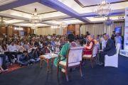 Его Святейшество Далай-лама обращается к собравшимся в ходе встречи с сотрудниками газеты «Индийский курьер». Нью-Дели, Индия. 24 мая 2017 г. Фото: Тензин Чойджор (офис ЕСДЛ)