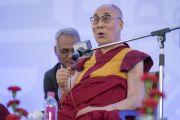 Его Святейшество Далай-лама отвечает на вопросы слушателей во время встречи с сотрудниками газеты «Индийский курьер». Нью-Дели, Индия. 24 мая 2017 г. Фото: Тензин Чойджор (офис ЕСДЛ)