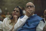 Л.К. Адвани и его дочь слушают наставления Его Святейшества Далай-ламы во время презентации книги Аруна Шоури «Два святых», организованной в Индийском международном центре Дели. Нью-Дели, Индия. 25 мая 2017 г. Фото: Тензин Чойджор