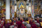 Его Святейшество Далай-лама дарует посвящение Авалокитешвары в главном тибетском храме. Дхарамсала, Индия. 27 мая 2017 г. Фото: Тензин Чойджор (офис ЕСДЛ)