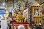 Его Святейшество Далай-лама выполняет подготовительные ритуалы для посвящения Авалокитешвары. Дхарамсала, Индия. 27 мая 2017 г. Фото: Тензин Чойджор (офис ЕСДЛ)