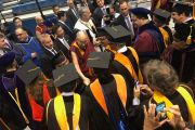 Его Святейшество Далай-лама прибывает на церемонию вручения дипломов в Калифорнийском университете Сан-Диего. Сан-Диего, штат Калифорния, США. 17 июня 2017 г. Фото: Калифорнийский университет Сан-Диего