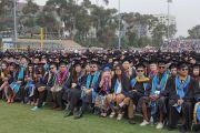 Выпускники Калифорнийского университета Сан-Диего слушают наставления Его Святейшества Далай-ламы. Сан-Диего, штат Калифорния, США. 17 июня 2017 г. Фото: Джереми Рассел (офис ЕСДЛ)