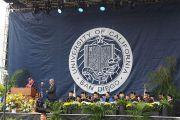Его Святейшество Далай-лама выступает с обращением во время церемонии вручения дипломов в Калифорнийском университете Сан-Диего. Сан-Диего, штат Калифорния, США. 17 июня 2017 г. Фото: Джереми Рассел (офис ЕСДЛ)