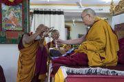 Его Святейшество Далай-лама принимает участие в особом утреннем молебне в своей резиденции в Шивацель. Ле, Ладак, штат Джамму и Кашмир, Индия. 6 июля 2017 г. Фото: Тензин Чойджор (офис ЕСДЛ)