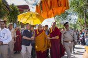 Его Святейшество Далай-лама направляется на площадку учений при монастыре Самтенлинг. Сумур, долина Нубра, штат Джамму и Кашмир, Индия. 14 июля 2017 г. Фото: Тензин Чойджор (офис ЕСДЛ)