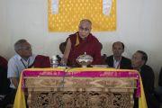 Его Святейшество Далай-лама обращается к представителям местного мусульманского сообщества в ходе визита в Ид-Гах. Ле, Ладак, штат Джамму и Кашмир, Индия. 26 июля 2017 г. Фото: Тензин Чойджор (офис ЕСДЛ)