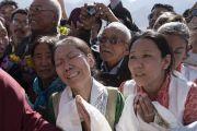 Верующие встречают Его Святейшество Далай-ламу, прибывшего на церемонию открытия женского монастыря Дуджом. Ше, Ладак, штат Джамму и Кашмир, Индия. 26 июля 2017 г. Фото: Тензин Чойджор (офис ЕСДЛ)