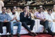 Индийский боксер Виджендер Сингх аплодирует во время церемонии открытия семинара «Мир и гармония во всем мире с опорой на межконфессиональный диалог» с участием Его Святейшества Далай-ламы. Мумбаи, штат Махараштра, Индия. 13 августа 2017 г. Фото: Тензин Чойджор (офис ЕСДЛ)