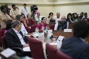 Руководители производств и институтов во время интерактивной сессии с Его Святейшеством Далай-ламой, посвященной вопросам сострадания. Мумбаи, штат Махараштра, Индия. 14 августа 2017 г. Фото: Тензин Чойджор (офис ЕСДЛ)
