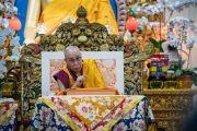 Его Святейшество Далай-лама объясняет смысл прочитанных строф во время третьего дня четырехдневных учений, организованных по просьбе буддистов из Юго-Восточной Азии. Дхарамсала, Индия. 31 августа 2017 г. Фото: Тензин Пунцок (офис ЕСДЛ)