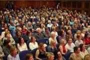 Дээрхийн Гэгээнтэн Далай Ламын илтгэлийг сонсож буй хүмүүс. Нэгдсэн Вант улс, Хойд Ирланд, Дерри. 2017.09.10. Гэрэл зургийг Жерреми Рассел (ДЛО)